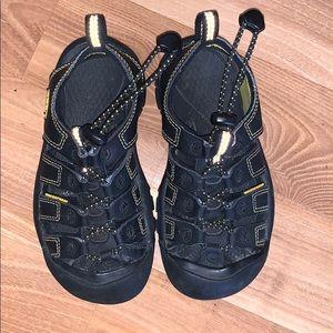 Keen boy's water sandals black size 12